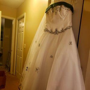 Alfred Angelo White/Hunter Green Wedding Dress